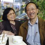 Fam Tan bei einer Tasse Tee